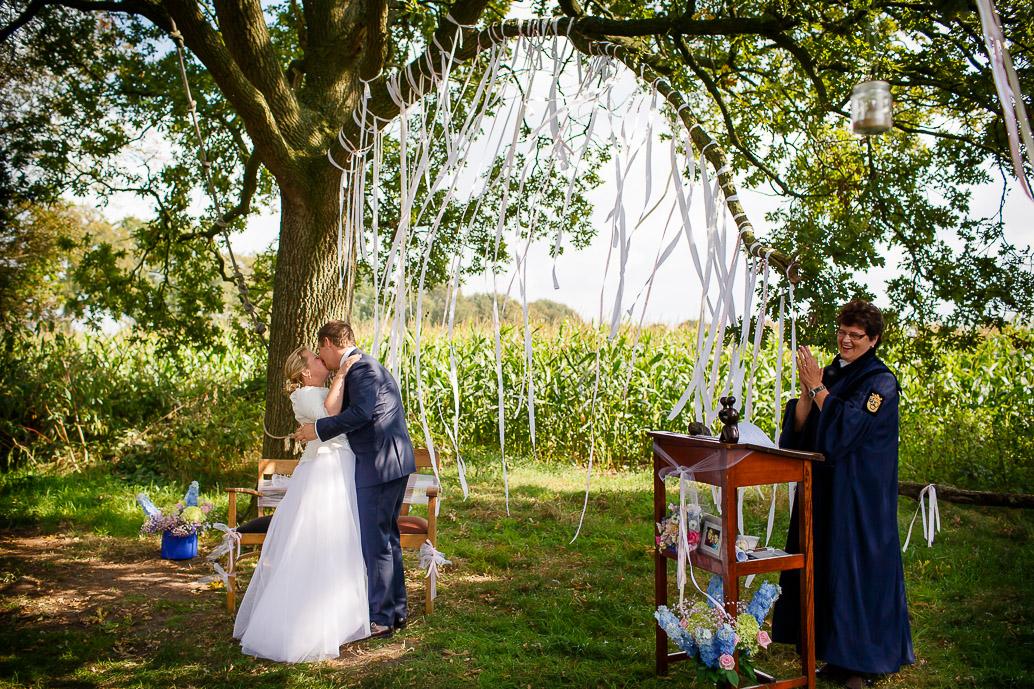 DIY WEDDING | BUITEN TROUWEN | FOTOGRAAF ZWOLLE-107
